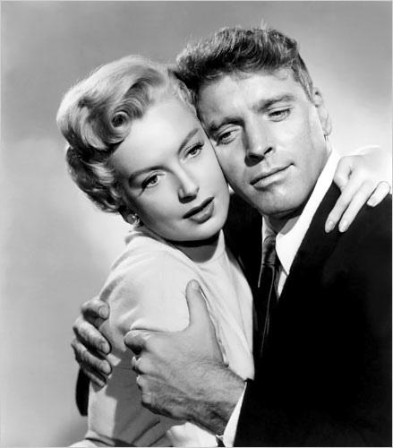 El adulterio del Sargento Milton Warden y de la esposa del Capitán, Karen Holmes.