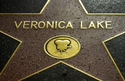 «Por su contribución a la industria del cine» Veronica tiene una estrella en el paseo de la fama de Hollywood.