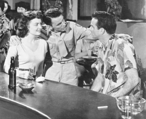 """Los oscarizados, Donna Reed y Frank Sinatra, con Montgomery Clift en el Club Social """"Kalakaua In""""."""