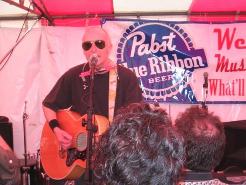 Graham Parker de gira en 2007, al más puro estilo Dylan. Parker es otro incombustible rocker.