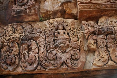 Este relieve representa a kala, una criatura mítica representativa del tiempo, y el dios Shiva.