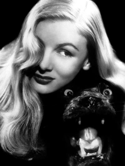 Fue Arthur Hornblow, de la Paramount, quien cambió su nombre por el de Veronica Lake y la convenció para que conservara su larga melena rubia y el mechón que cubría su ojo derecho.
