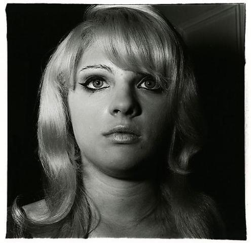 BlondeGirlWithShinyLipstick_NYC_1967