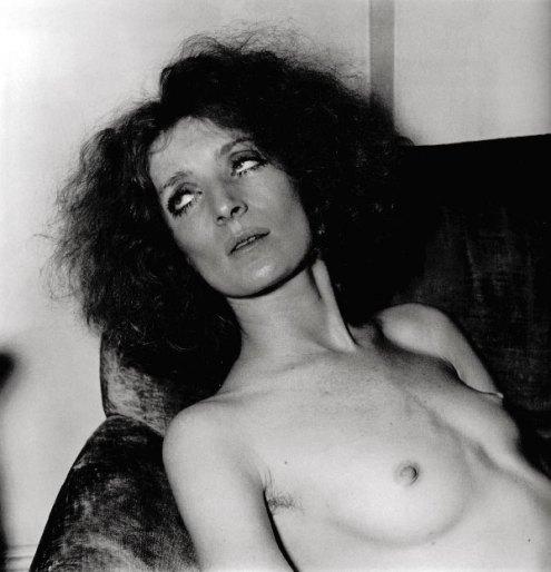 SuperstarAtHome_Viva_DianeArbus_NY_1968