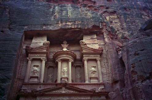 Se cree que los relieves que apenas pueden distinguirse, representaban diversos dioses nabateos.