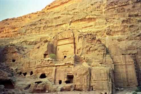 """Muchas de estas cuevas estuvieron habitadas por beduinos hasta los años 80, cuando fueron trasladados a un """"pueblo nuevo"""" en el norte."""