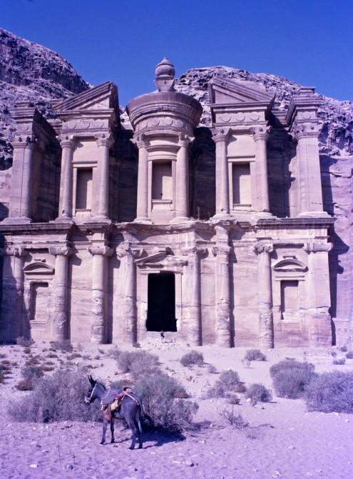 Construido en el siglo III a. de C. Unas cruces talladas en las paredes interiores sugieren su utilización como iglesia.